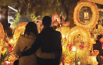 Noche de muertos en Tzintzuntzan, Michoacán.
