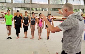 El entrenador de la selección nacional de gimnasia artística encabezó el primer entrenamiento del equipo en el CNAR.