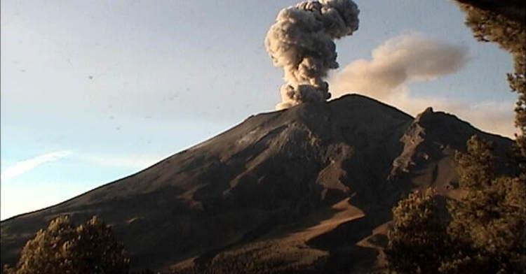 En las últimas 24 horas, por medio de los sistemas de monitoreo del volcán Popocatépetl se identificaron 113 exhalaciones, acompañadas de ligeras cantidades de ceniza. Adicionalmente, el día de ayer se presentaron cinco explosiones menores.