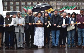 """Corte del listón por parte de autoridades presentes en el evento con motivo del """"Día Nacional del Maíz"""""""