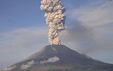 Por medio de los sistemas de monitoreo del volcán Popocatépetl se identificaron 245 exhalaciones, 4 explosiones y 217 minutos de tremor.