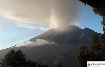 Por medio de los sistemas de monitoreo del volcán Popocatépetl se identificaron 223 exhalaciones, acompañadas de gases y ligeras cantidades de ceniza. Además, se registraron cuatro explosiones y 366 minutos de tremor.