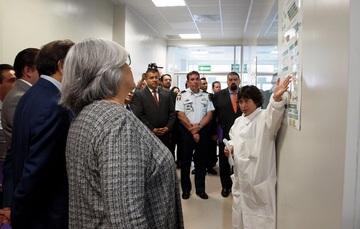 Visita a los laboratorios de biología molecular, y  de nanometrología. Ofrecen entre otros servicios especializados, la determinación de calidad de biofertilizantes, de OGMs, desarrollo y certificación de materiales de referencia