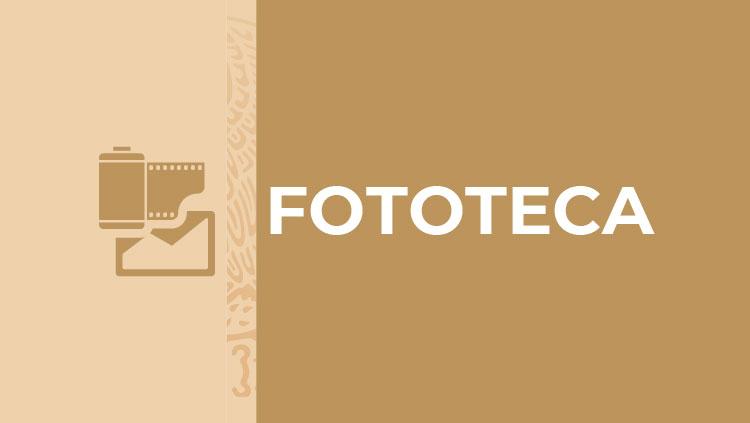 Señalética del área de Fototeca formada por un ícono de un rollo fotográfico y negativo a la izquierda y la palabra Fototeca a la derecha