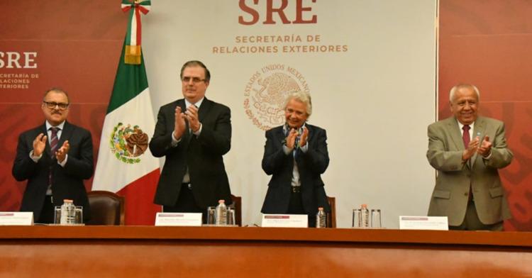 El Gobierno de México celebra naturalización de cien nuevos mexicanos