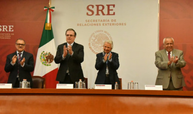 The government of Mexico celebrates the naturalization of 100 new citizens