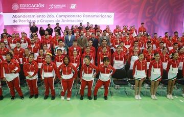 El subdirector del deporte abanderó a la selección de porristas y grupos de animación que disputará un Panamericano en Costa Rica.