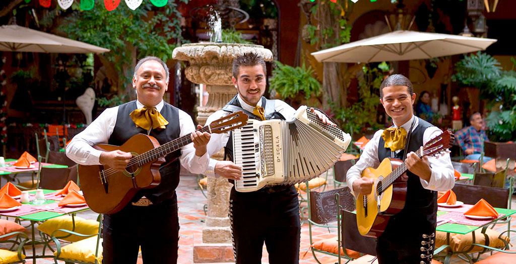 Disfruta una tarde agradable en San Pedro Tlaquepaque, Jalisco.