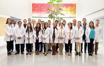 Médicos y médicas.