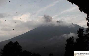 Por medio de los sistemas de monitoreo del volcán Popocatépetl se identificaron 219 exhalaciones, acompañadas de gases y ligeras cantidades de ceniza además se registraron 287 minutos de tremor.