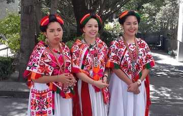 Cuatro mujeres jóvenes