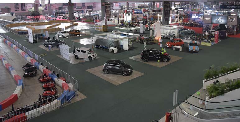 Pabellón del auto eléctrico en expo e-movilidad.