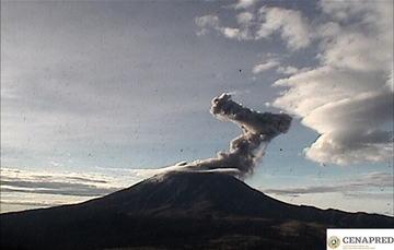Por medio de los sistemas de monitoreo del volcán Popocatépetl se identificaron 301 exhalaciones, las cuales fueron acompañadas por vapor de agua, gas y ligeras cantidades de ceniza.  Así mismo, se identificaron 118 minutos de tremor.