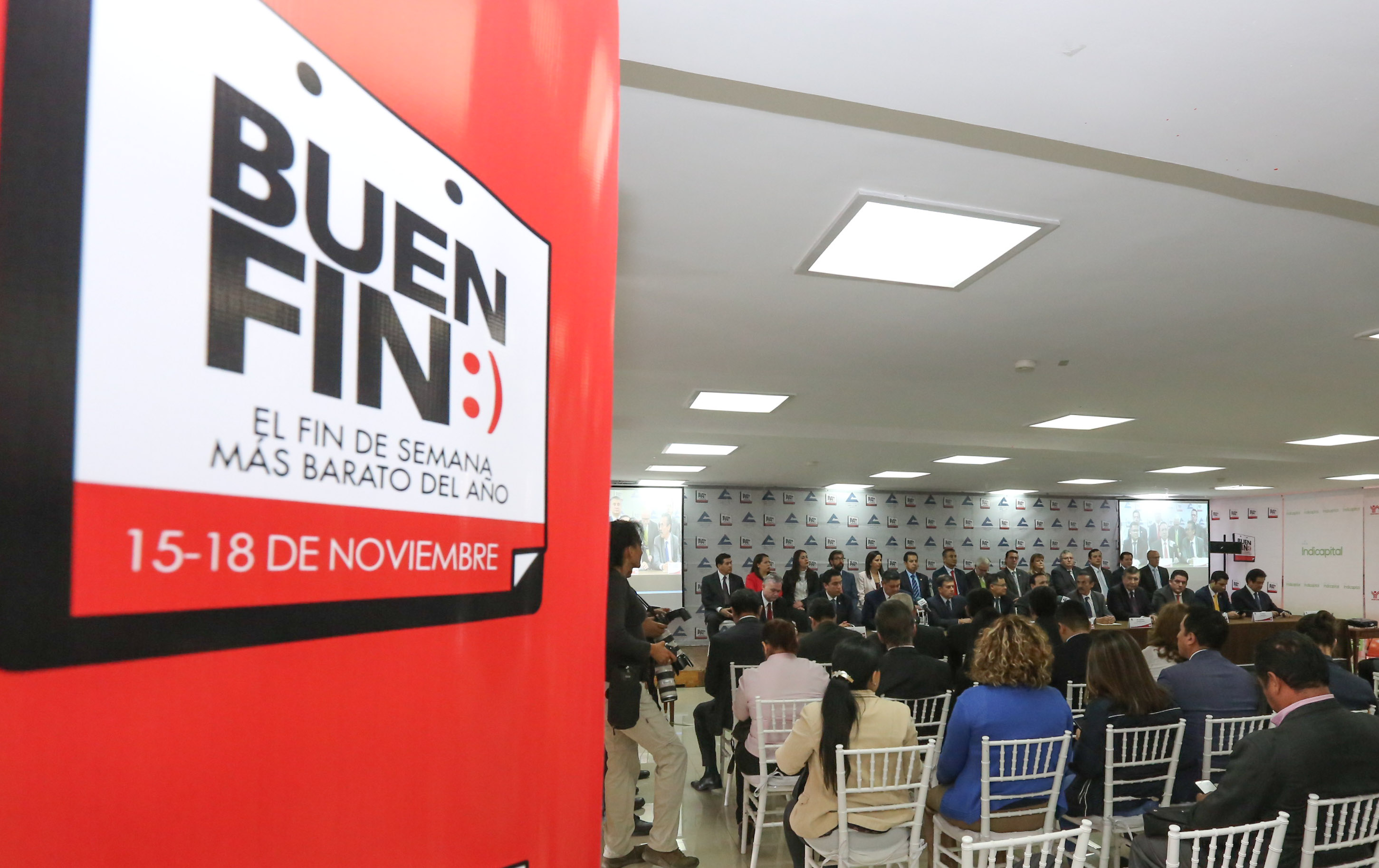 Conferencia de prensa sobre El Buen Fin