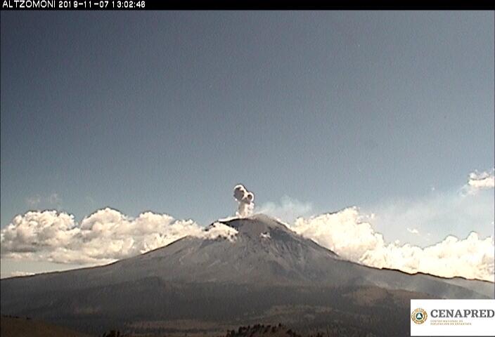 Por medio de los sistemas de monitoreo del volcán Popocatépetl se identificaron 84 exhalaciones, acompañadas de gases y en ocasiones ligeras cantidades de ceniza.