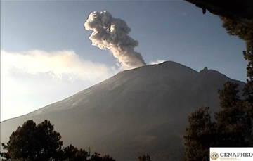 Por medio de los sistemas de monitoreo del volcán Popocatépetl se identificaron 179 exhalaciones, 54 minutos de tremor, un sismo volcanotectónico y una explosión