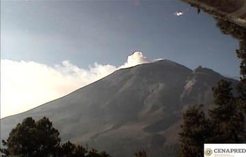 Por medio de los sistemas de monitoreo del volcán Popocatépetl se identificaron 211 exhalaciones y 172 minutos de tremor..