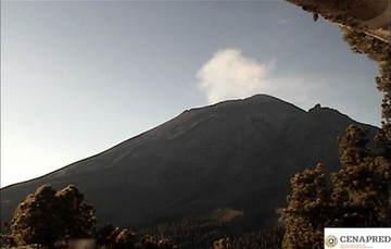 Por medio de los sistemas de monitoreo del volcán Popocatépetl, en las últimas 24 horas se identificaron 156 exhalaciones, acompañadas de vapor de agua y gases.