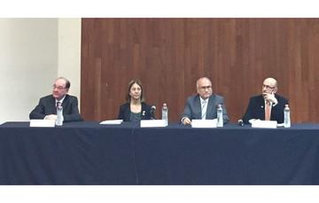 """""""Podemos acelerar y despegar más rápidamente que muchos otros países; produzcamos tecnología"""" - Dr. Salvador Landeros Ayala"""