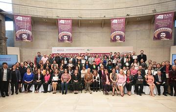 Fotografía conmemorativa del evento de entrega de reconocimientos.