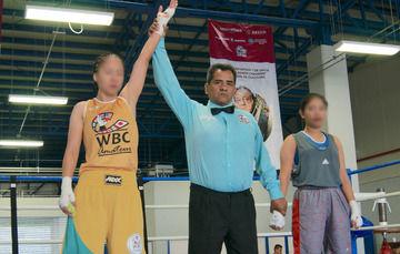 Al encabezar la ceremonia del magno evento, acompañado por el ex campeón mundial de boxeo, Julio César Chávez, el comisionado del SPF, José Pedro Vizuet Bocanegra, agradeció el apoyo otorgado por el máximo organismo de boxeo a nivel mundial.