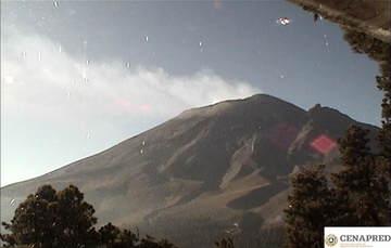 Por medio de los sistemas de monitoreo del volcán Popocatépetl se identificaron 84 exhalaciones,  45 minutos de tremor y un sismo volcanotectónico.
