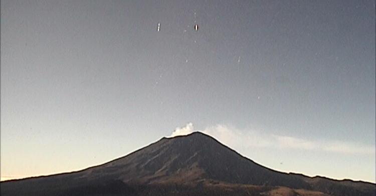 Por medio de los sistemas de monitoreo del volcán Popocatépetl se identificaron 117 exhalaciones y 109 minutos de tremor.