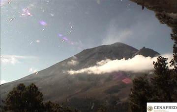 Por medio de los sistemas de monitoreo del volcán Popocatépetl se identificaron 76 exhalaciones compuestas de vapor de agua, gases volcánicos y bajo contenido de ceniza. Adicionalmente, se registraron 100 minutos de tremor.