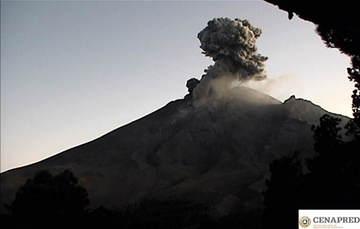 Por medio de los sistemas de monitoreo del volcán Popocatépetl se identificaron 183 exhalaciones compuestas de vapor de agua, gases volcánicos y bajo contenido de ceniza  109 minutos de tremor y una explosión ayer a las 18:27 h