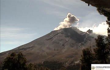 Por medio de los sistemas de monitoreo del volcán Popocatépetl se identificaron 136 exhalaciones compuestas de vapor de agua, gases volcánicos y bajo contenido de ceniza. Además se registraron 57 minutos de tremor.