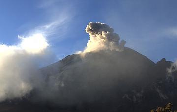 Por medio de los sistemas de monitoreo del volcán Popocatépetl se identificaron 179 exhalaciones y 222 minutos de tremor.