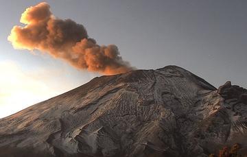 El sistema de monitoreo registró 96 exhalaciones, 170 min de tremor y 2 sismos volcanotectónicos: registrados ayer a las 18:35 y 20:04 h, con magnitud calculada de 1.3 y 1.7