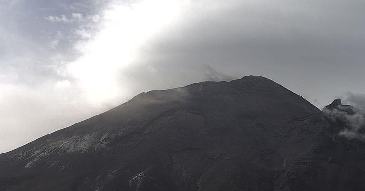 Por medio de los sistemas de monitoreo del volcán Popocatépetl se identificaron 108 exhalaciones y 260 minutos de tremor. Adicionalmente se registró un sismo vulcanotectónico a las 03:33 h con una magnitud calculada de 1.3.