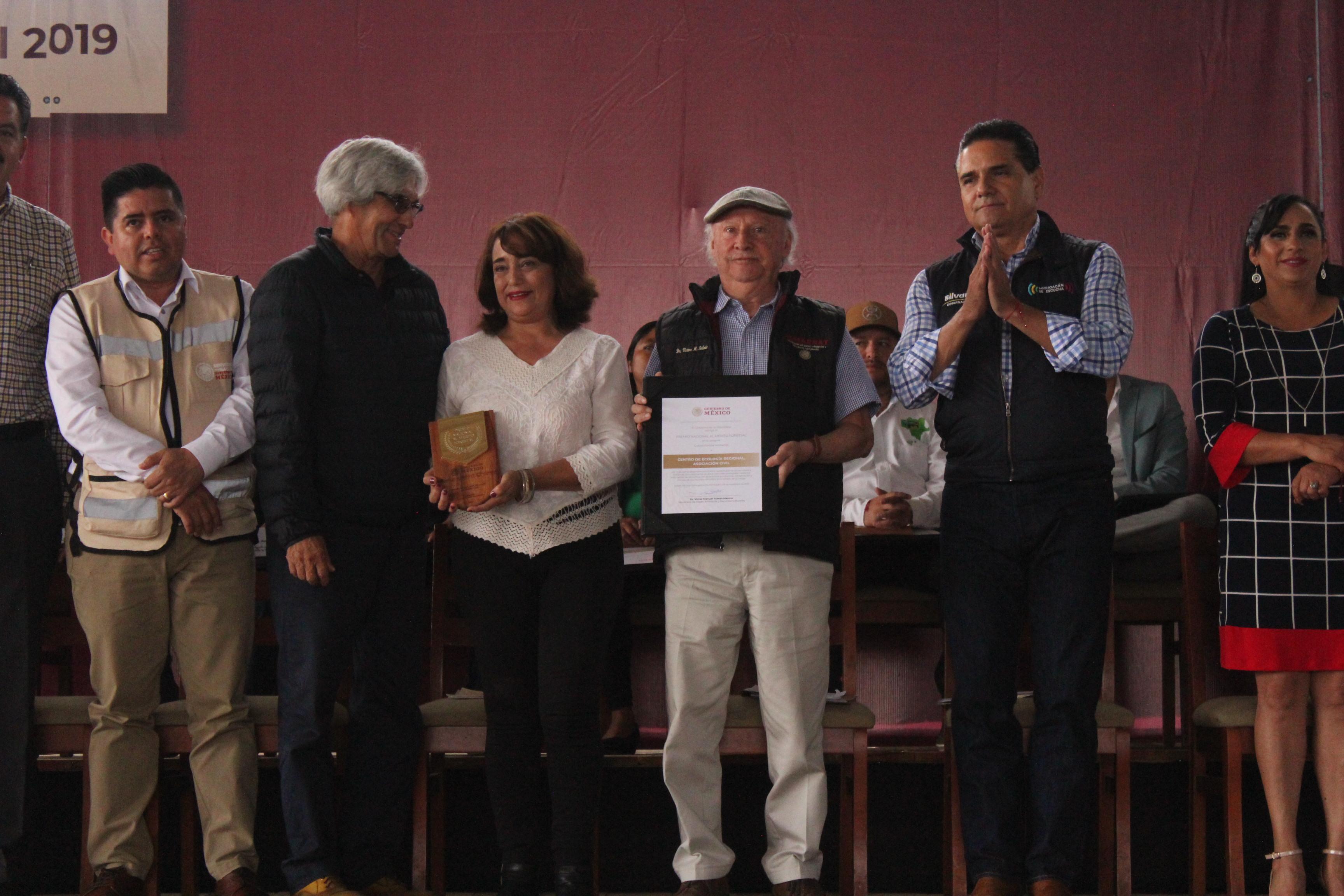 El Centro de Ecología Regional A.C. de Durango, resultó ganador de la categoría Cultura Forestal Ambiental del Premio Nacional al Mérito Forestal en 2019 por sus esfuerzos de capacitación y educación en áreas naturales protegidas de Durango y Zacatecas.