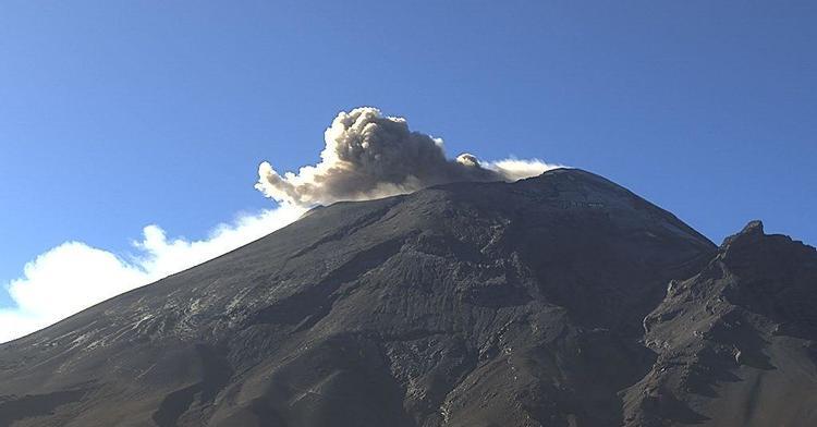 Por medio de los sistemas de monitoreo del volcán Popocatépetl se identificaron 106 exhalaciones y 346 minutos de tremor.