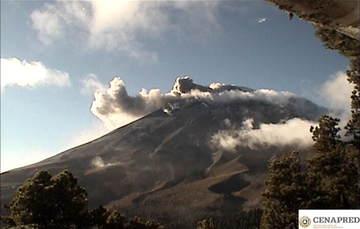 Por medio de los sistemas de monitoreo del volcán Popocatépetl se identificaron 73 exhalaciones compuestas de vapor de agua, gases volcánicos y bajo contenido de ceniza y se registraron 357 minutos de tremor.