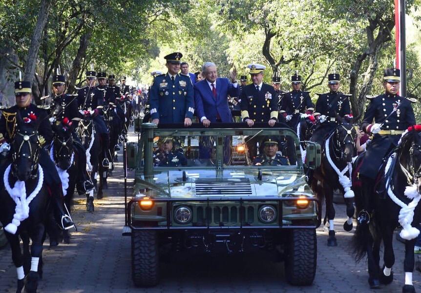 El presidente de México, Andrés Manuel López Obrador, durante la Marcha de la Lealtad, 107 Aniversario, desde el Castillo de Chapultepec, Ciudad de México.