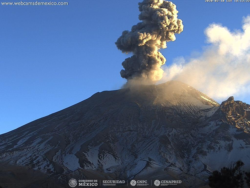 Por medio de los sistemas de monitoreo del volcán Popocatépetl se identificaron 85 exhalaciones y 878 minutos de tremor.