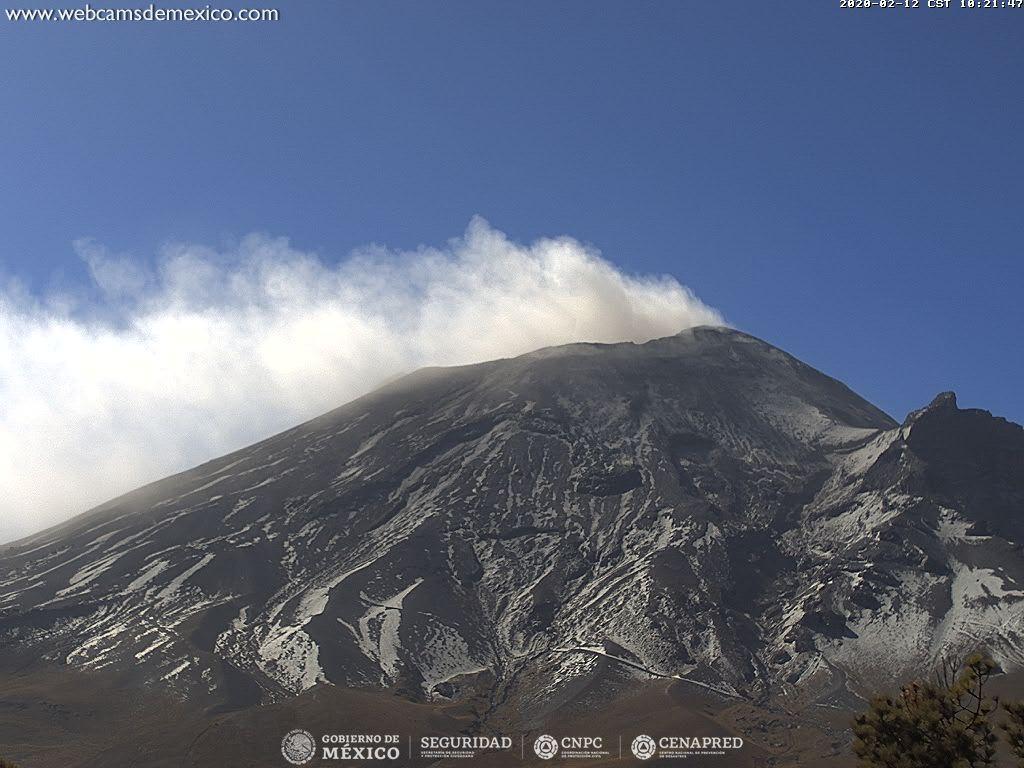 Por medio de los sistemas de monitoreo del volcán Popocatépetl se identificaron 128 exhalaciones y 523 minutos de tremor, algunos de estos eventos estuvieron acompañados por la emisión de gases y ligeras cantidades de cenizas.