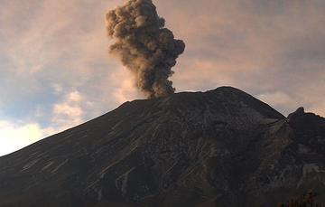 Por medio de los sistemas de monitoreo del volcán Popocatépetl se identificaron 177 exhalaciones y 382 minutos de tremor, dos explosiones menores y dos sismos volcanotectónicos.
