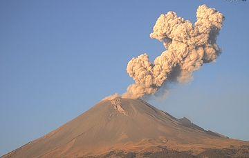 Por medio de los sistemas de monitoreo del volcán Popocatépetl se identificaron 234 exhalaciones, 352 minutos de tremor y 9 explosiones menores.
