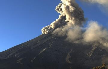 Por medio de los sistemas de monitoreo del volcán Popocatépetl se identificaron 257 exhalaciones, nueve explosiones, 389 minutos de tremor y un sismo volcanotectónico.