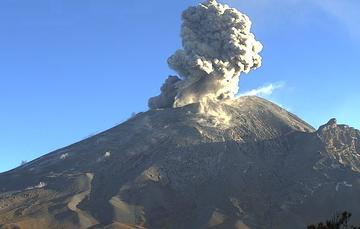 Por medio de los sistemas de monitoreo del volcán Popocatépetl se identificaron 263 exhalaciones, siete explosiones, 504 minutos de tremor y un sismo volcanotectónico.