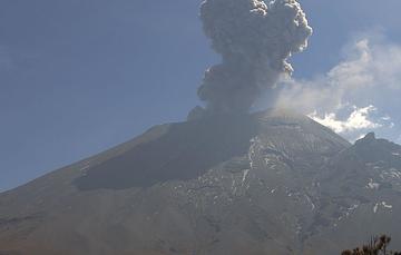 Por medio de los sistemas de monitoreo del volcán Popocatépetl se identificaron 160 exhalaciones , seis explosiones menores y 288 minutos de tremor.
