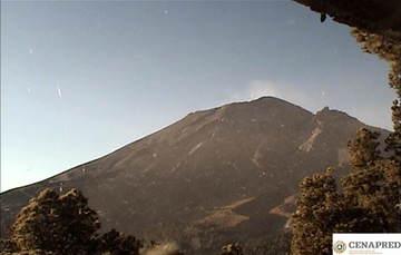 Por medio de los sistemas de monitoreo del volcán Popocatépetl se identificaron 130 exhalaciones con emisión de vapor de agua, gas y ligeras cantidades de ceniza, dos explosiones moderadas, tres explosiones menores y 349 minutos de tremor.