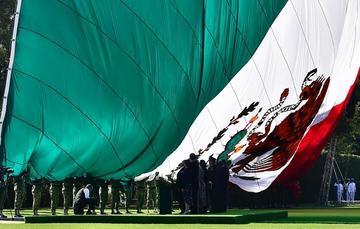 El presidente de México durante la ceremonia del Día de la bandera desde Campo Marte, en Ciudad de México.