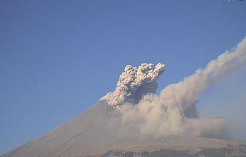 Por medio de los sistemas de monitoreo del volcán Popocatépetl se identificaron 200 exhalaciones de baja intensidad, 152 minutos de tremor y una explosión menor, registrada a las 19:30 h. Además, el día de ayer se registró un sismo volcanotectónico.