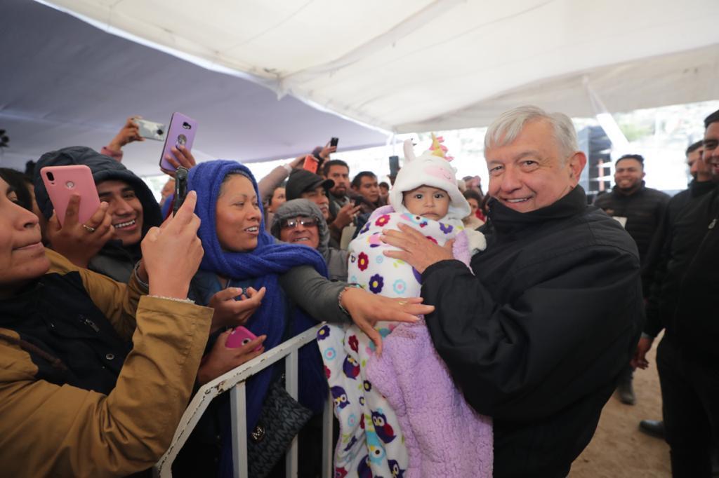 El presidente de México, Andrés Manuel López Obrador, durante la entrega de los Programas Integrales de Bienestar desde Mexquitic de Carmona, San Luis Potosí.