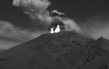 En las ultimas 24 horas, mediante los sistemas de monitoreo del volcán Popocatépetl se identificaron 406 exhalaciones.