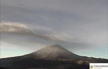 En las últimas 24 horas, mediante los sistemas de monitoreo del volcán Popocatépetl se identificaron 176 exhalaciones, dos explosiones menores y 797 minutos de tremor.